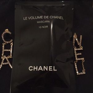 Chanel sample mascara